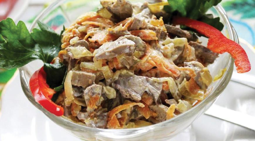 Салат из куриной печенью с пикантной заправкой